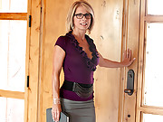 Playful cougar wearing glasses masturbates in an empty home