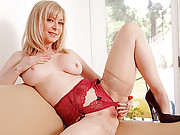 Sophisticated cougar Nina Hartley pleasures her needy pussy