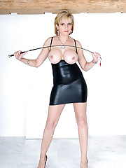 Lady sonia in rubber mini dress
