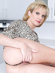 Leggy british milf hotwife sonia