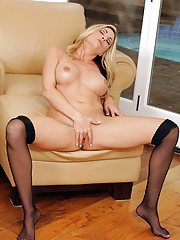 Sexy Anilos Sindy Lange spreads her ass to show us her moist pussy