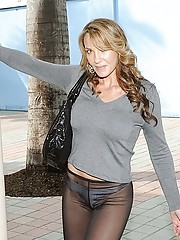 Super hot milf in public with transparent yoga pants fucked