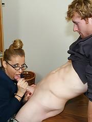 Stacie Starr milf gets a messy amateur cumshot facial