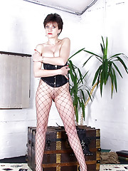 Stunning long legs brtish mistress