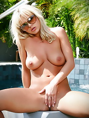 Bree Olson takes her bikini off and reveals her great knockers