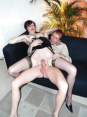 A dude jizzing in her soaked british pussy