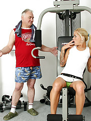 Blonde sweetheart screwing a dude at the gym