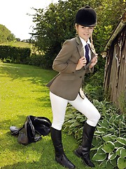Horse riding babe enjoys stroking outdoors