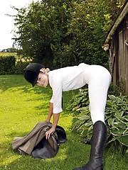 Horse riding babe enjoys stroking outdoors