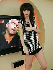 Nude skinny teen Kaira posing in her long scarf