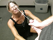 Granny Leinalo Gets a massive amateur facial from youn cumshot