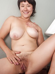 Sarah Rose strips down to only her pussy hair