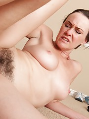 Hairy girl Veronica Snow gets her pussy filled up