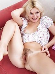 Fedora shows off her hairy snatch on the couch