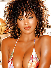 Playmate of the Month July 2005 - Qiana Chase�