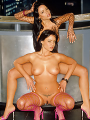Playmate Exclusives December 2003 - Deisy and Sarah Teles�