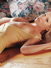 Playmate of the Month May 2004 - Nicole Whitehead�
