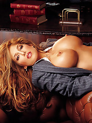 Playmate of the Month January 2003 - Rebecca Ramos�