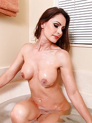 Anilos Nora Noir loves to masturbate while soaking in the tub