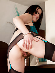 Anilos Emily Marshall shows the sweet cream inside her hairy twat