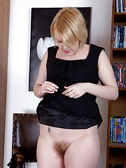 Hairy blonde Danniella spreads out on the floor