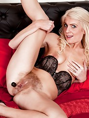 Hairy babe Ashleigh McKenzie is very seductive