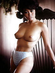 SPICE FROM THE ORIENT   Playmate-bunny Gwen Wong, a canape-sized gourmet, is an exotic April dish     An obscure 19th Century poet named Coventry Patmore might well have presaged the appearance of Gwen Wong, our Apri�