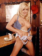 Playmate of the Month August 1998 - Angela Little�