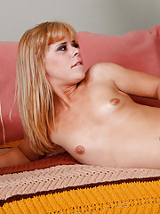 Elizabeth Bentley  fucks and suck a big dick.