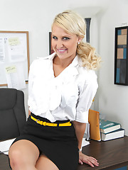 Gorgeous blonde has rough hot sex on her bosses desk and orgasms loudly at work.
