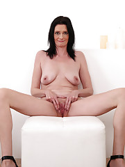 Anilos cougar cannot resist the urge to make her creamy pussy cum